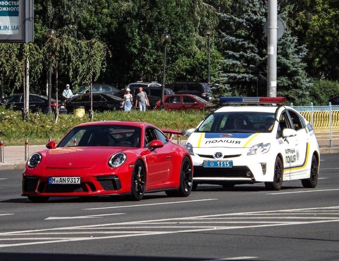 Киевская полиция остановила эксклюзивный Porsche на еврономерах