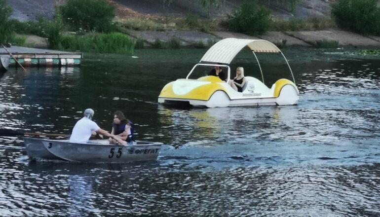 В Киеве появились необычные плавающие Volkswagen