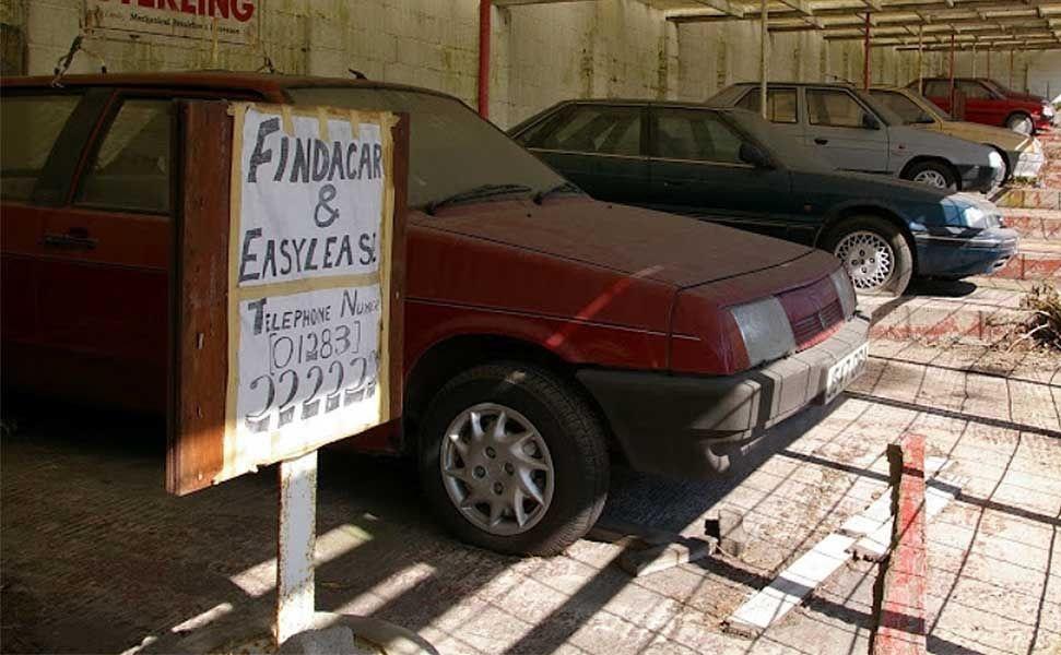 Обнаружен автосалон-призрак с заброшенными авто