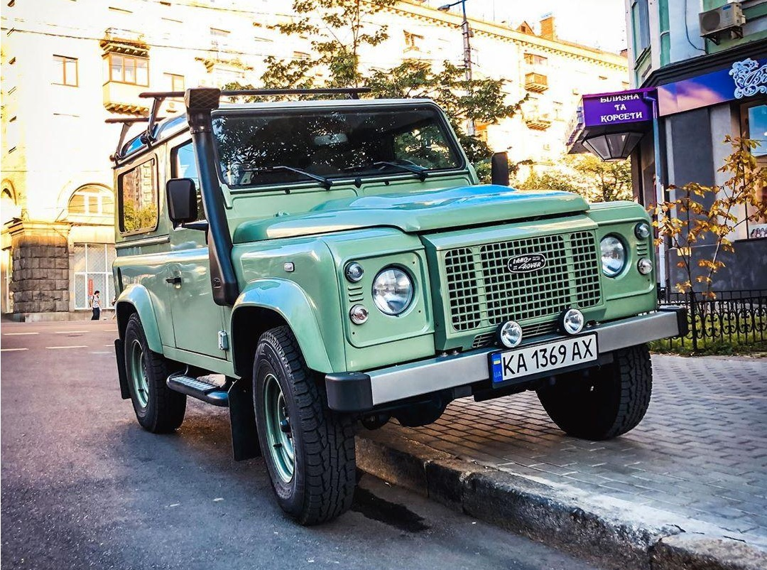 В Украине заметили эксклюзивный лимитированный Land Rover