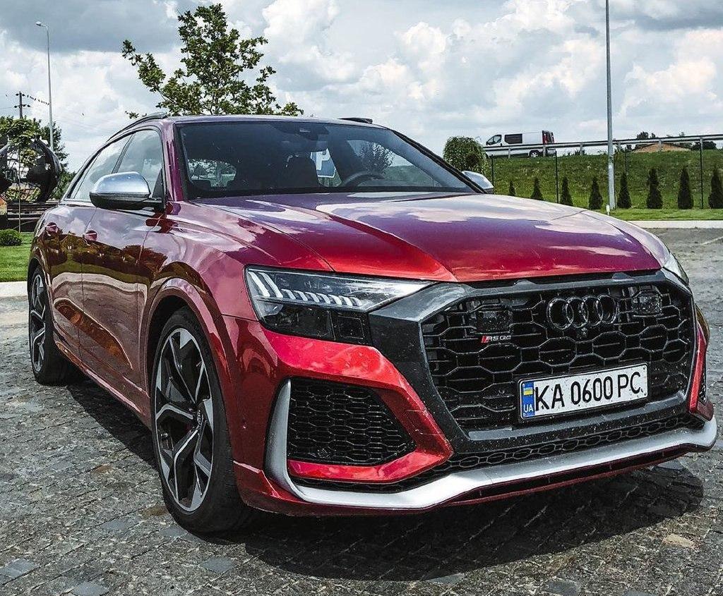 В Украине заметили самый мощный и самый быстрый кроссовер Audi