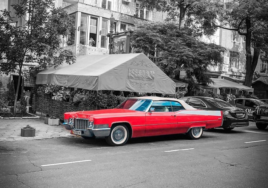 В Украине засняли очень роскошный американский авто 70-х
