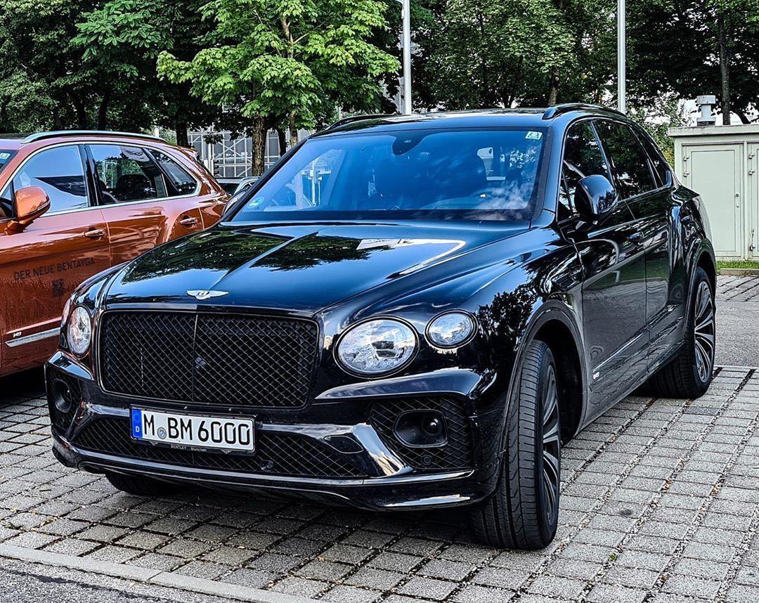 В Украине появился новейший Bentley Bentayga 2021