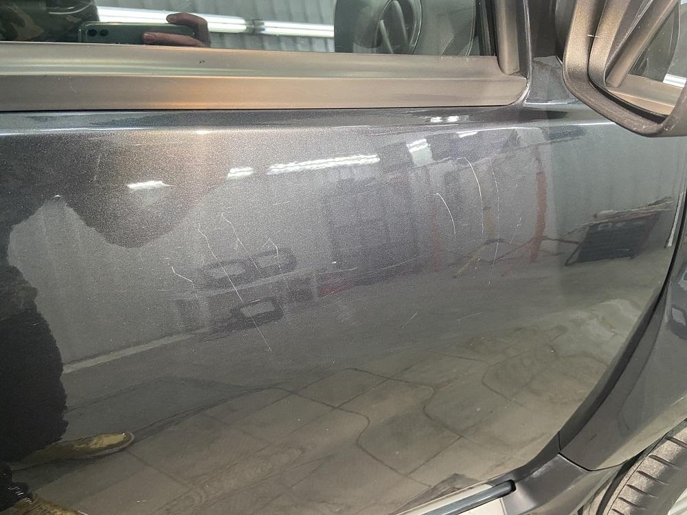 Как устранить глубокие царапины на авто без покраски