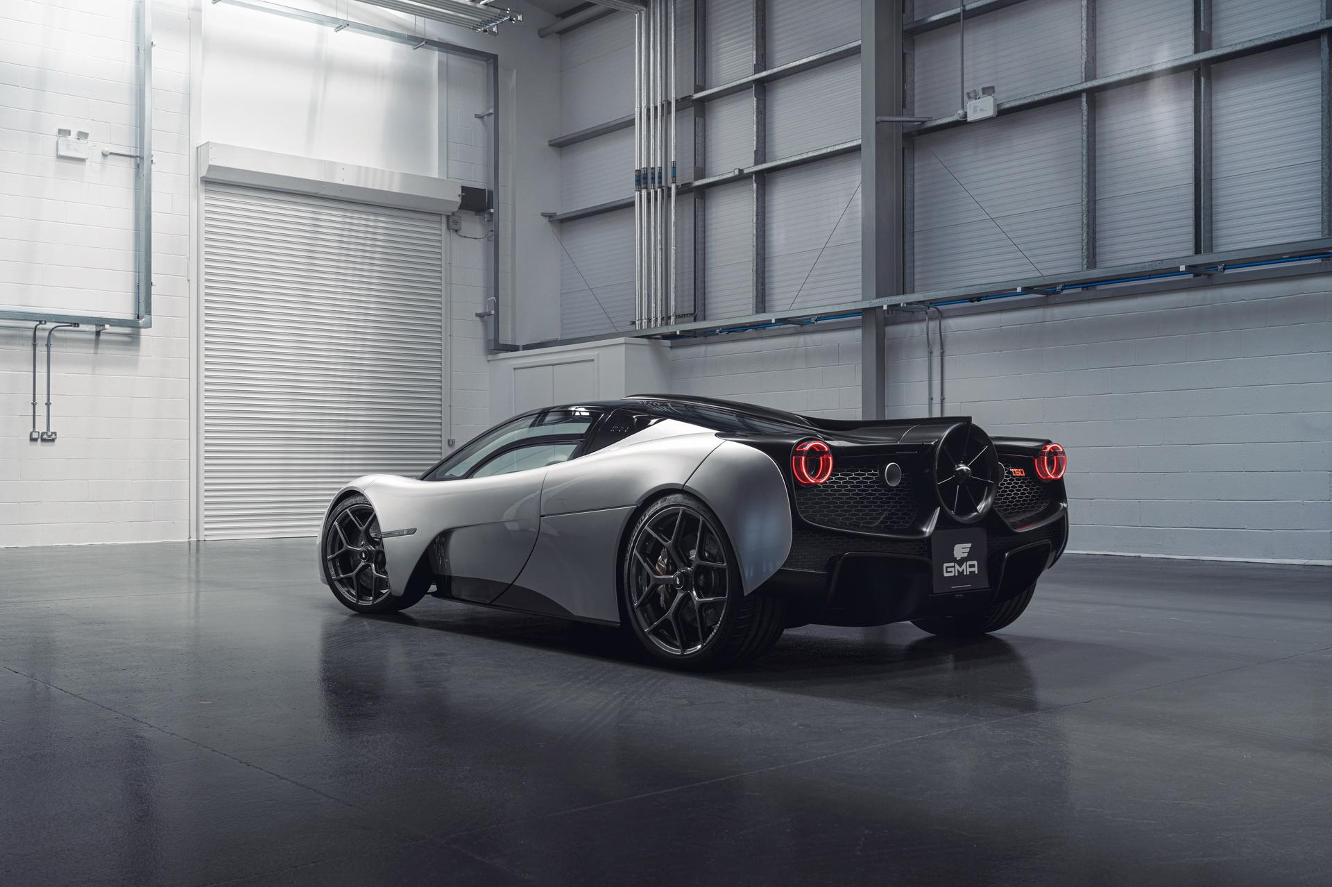 Британцы представили сногсшибательный суперкар с пропеллером сзади