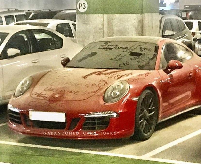 В Турции обнаружен заброшенный Porsche 911 с украинским следом