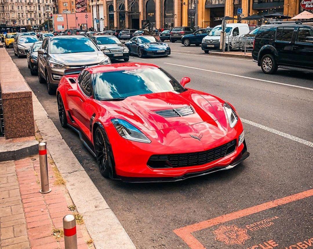 В Украине заметили сверхмощный Chevrolet Corvette