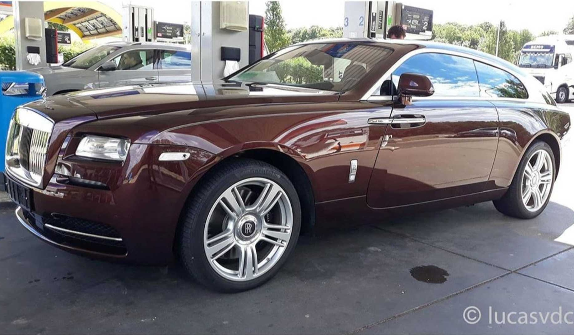 Уникальный универсал Rolls-Royce впервые засняли на дорогах