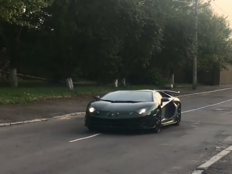 Lamborghini за 15 миллионов испытали украинскими дорогами  (видео)