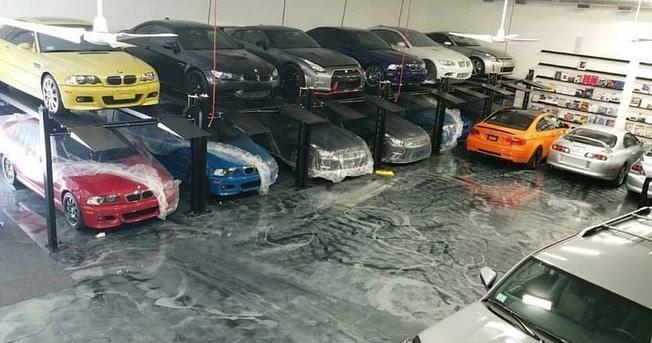 У наркоторговца конфисковали три десятка крутых спорткаров