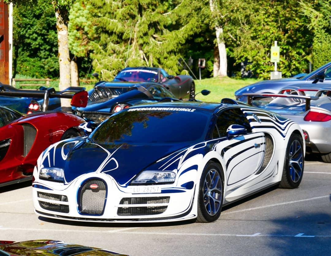 Уникальный гиперкар Bugatti пострадал в ДТП (видео)