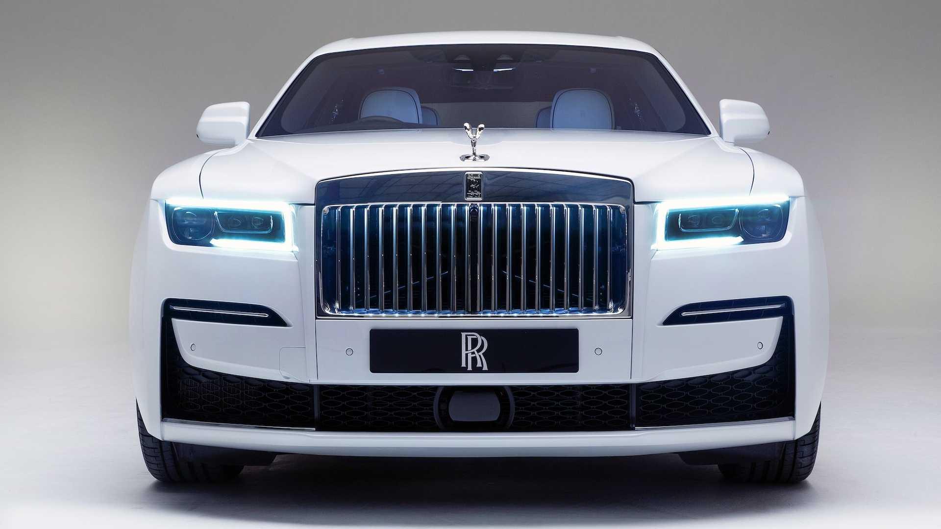 Официальные фото и подробности нового Rolls-Royce Ghost 2021