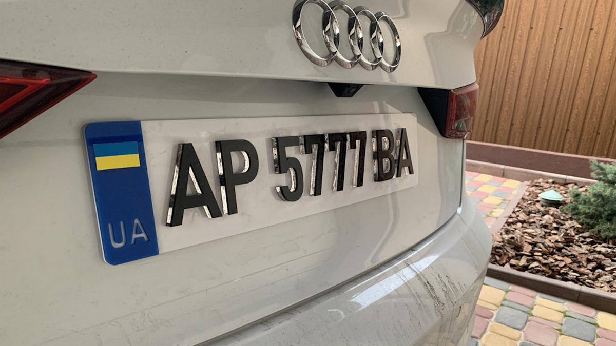 Полиция взялась штрафовать водителей за 3D номера на авто