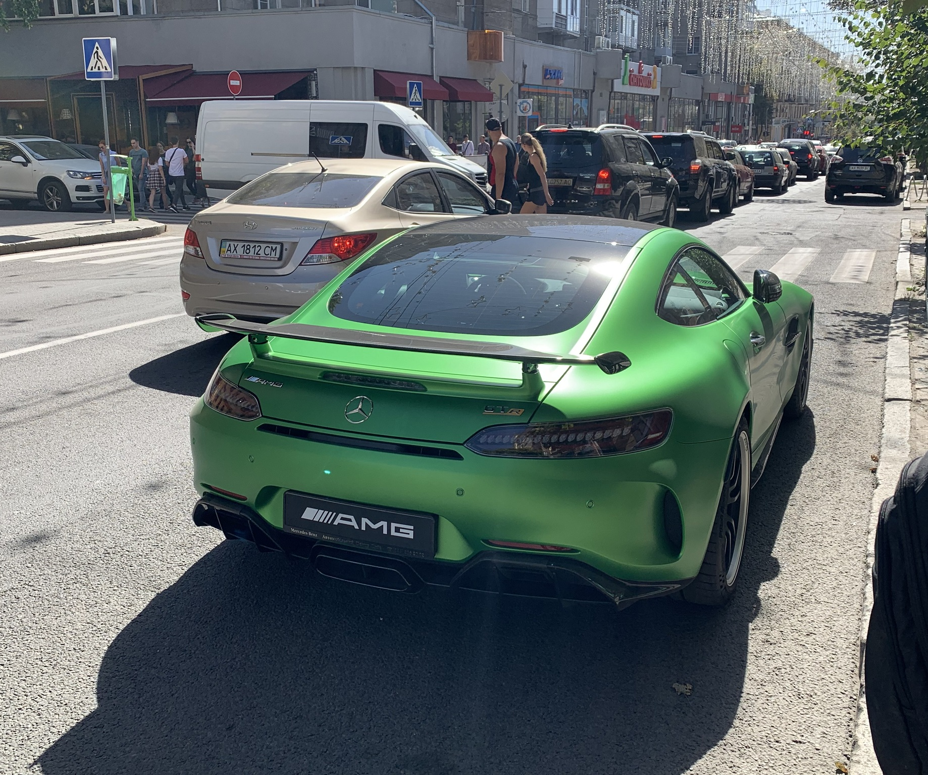 В Украине засняли яркий суперкар Mercedes