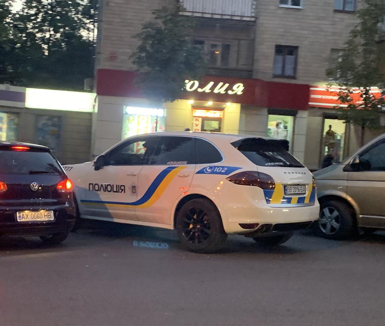 В Харькове засветился полицейский Porsche Cayenne