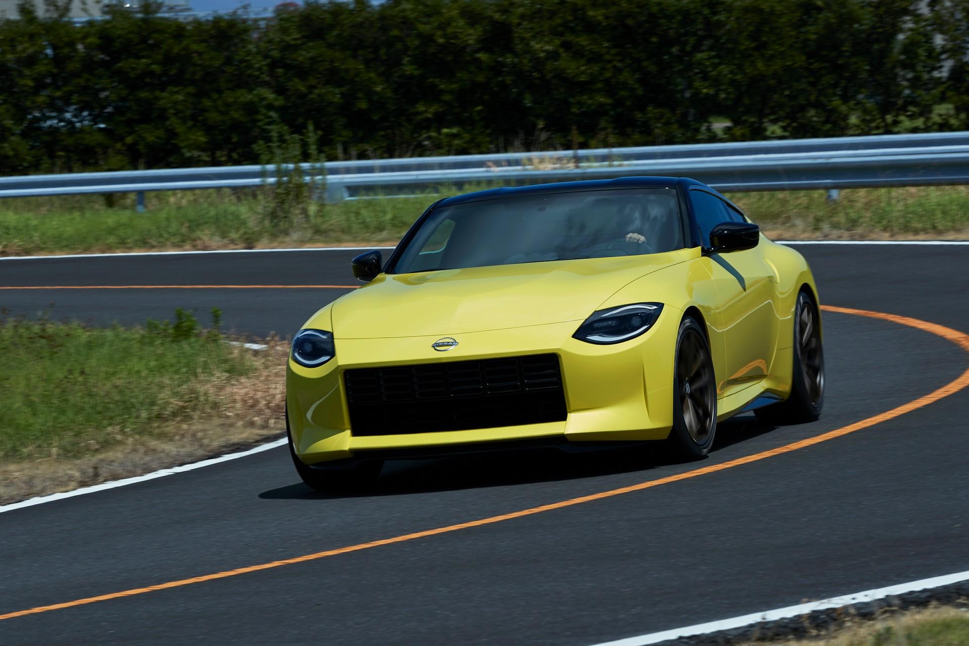 Официальные фото и подробности нового купе Nissan Z