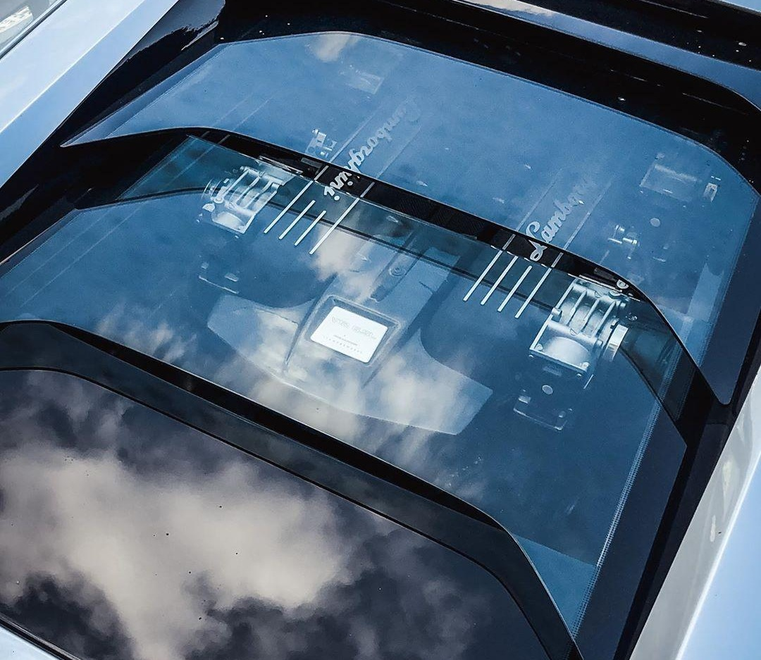 В Киеве засняли редкий суперкар Lamborghini