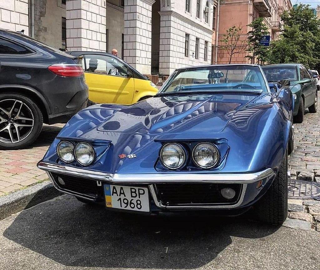 В Украине заметили раритетный 50-летний Chevrolet Corvette