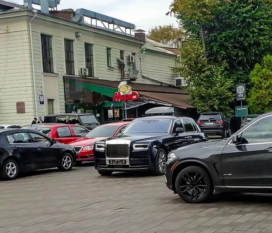 В украинском областном центре засняли новый Rolls-Royce за $600 тысяч
