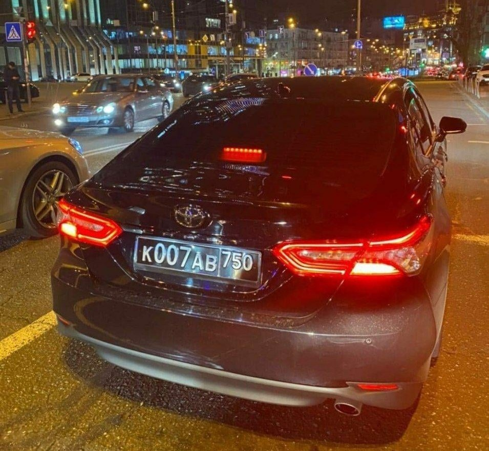 Соцсети возмутил авто на российских военных номерах в Киеве (фото)