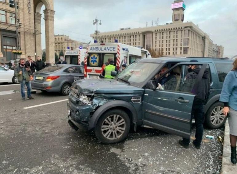 Опубликовано видео страшного ДТП на Майдане
