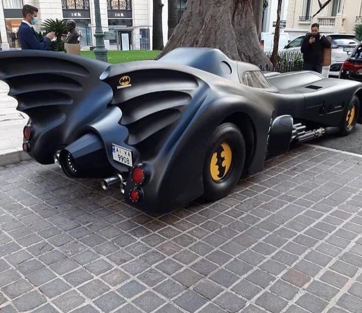В Монако засняли яркий бэтмобиль на украинских номерах | ТопЖыр