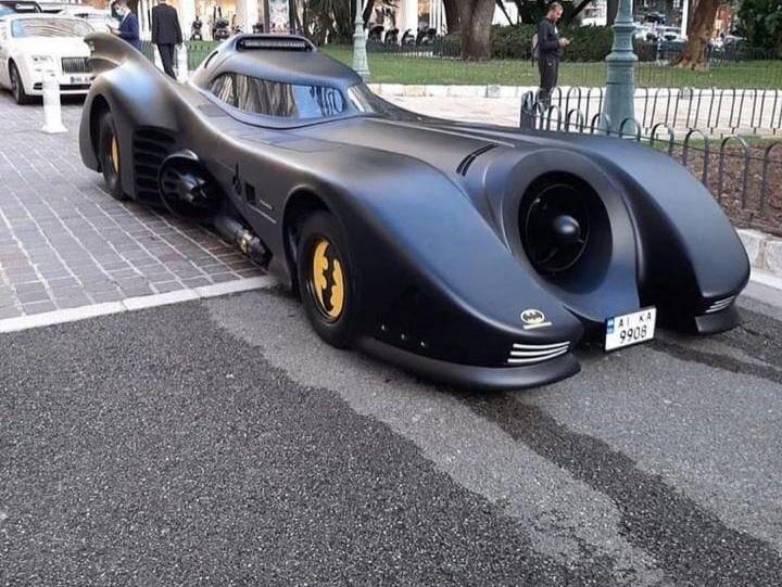 В Монако засняли уникальный бэтмобиль на украинских номерах