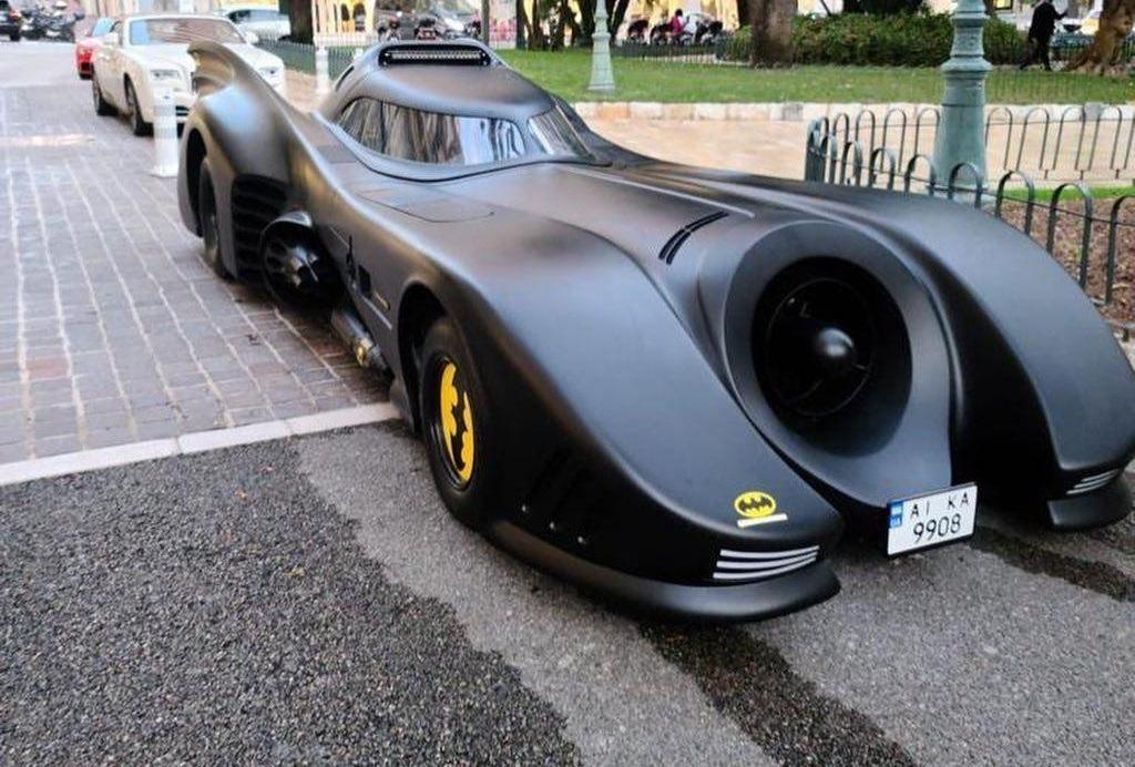 В Монако засняли яркий бэтмобиль на украинских номерах