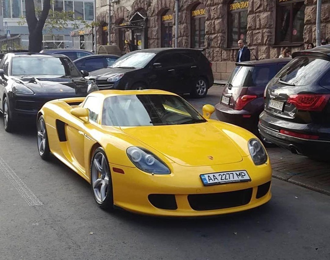 Какие суперкары и в каком количестве украинцы купили в октябре