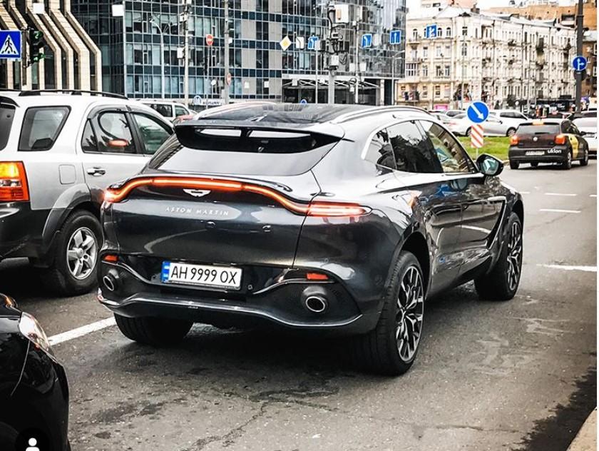 В Украине появился первый зарегистрированный кроссовер Aston Martin DBX (фото)
