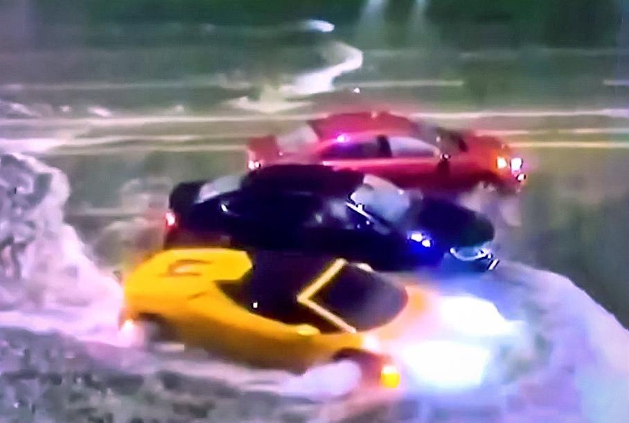 Американец на Lamborghini прорвался сквозь шторм (видео)
