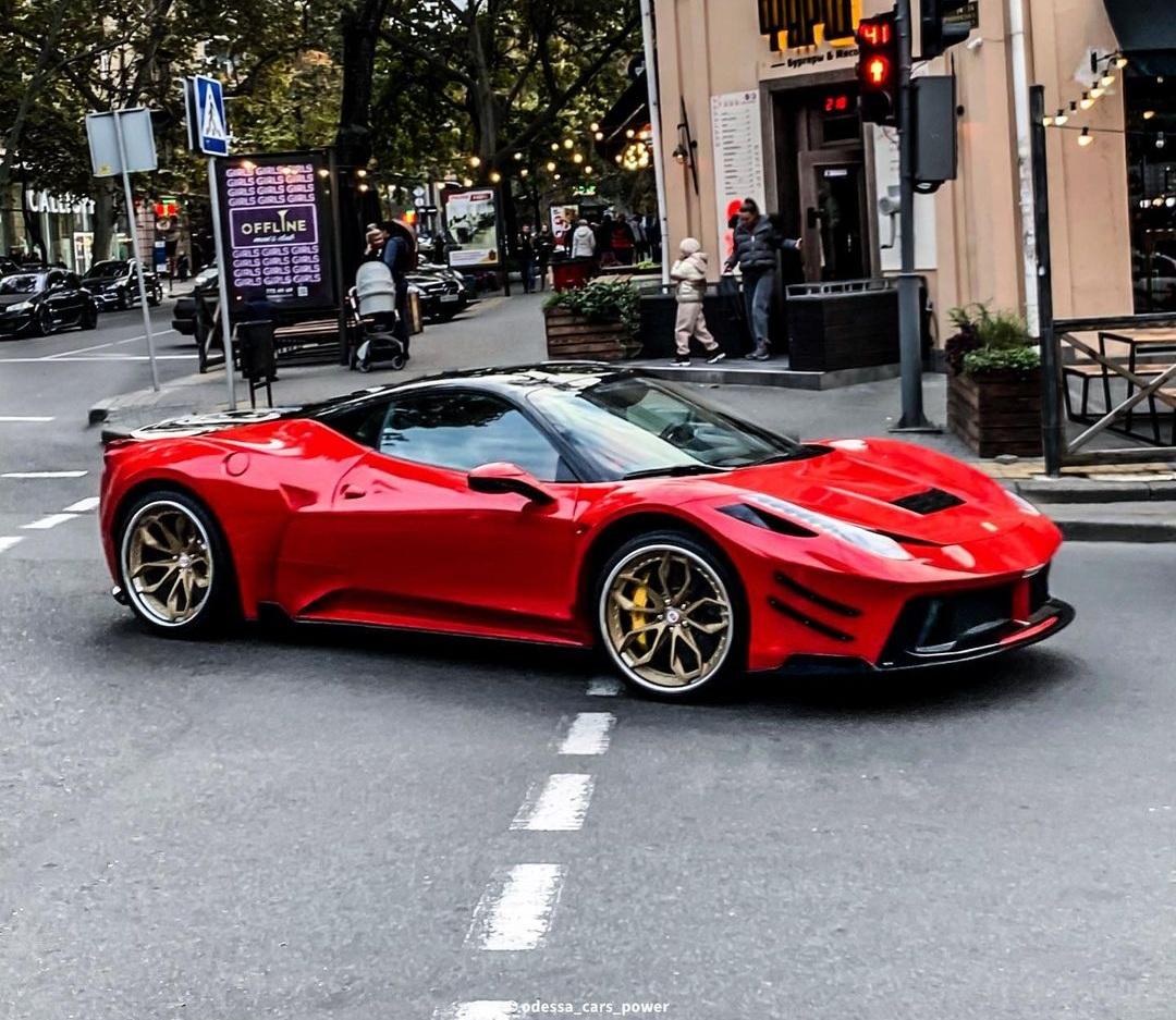 В Украине засняли крутой тюнингованный суперкар Ferrari