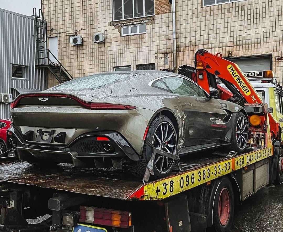 В Украине появился новейший суперкар Aston Martin