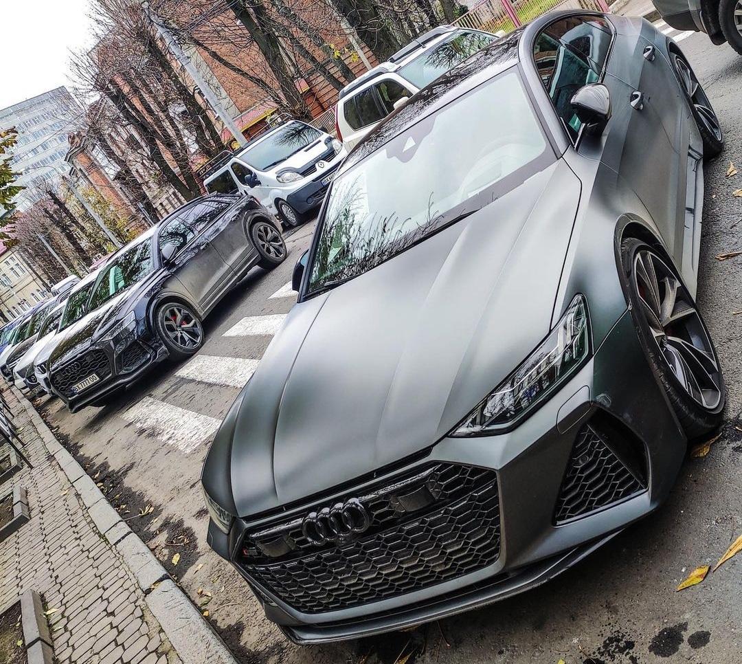 В областном цене засняли пару заряженных Audi за 7 миллионов