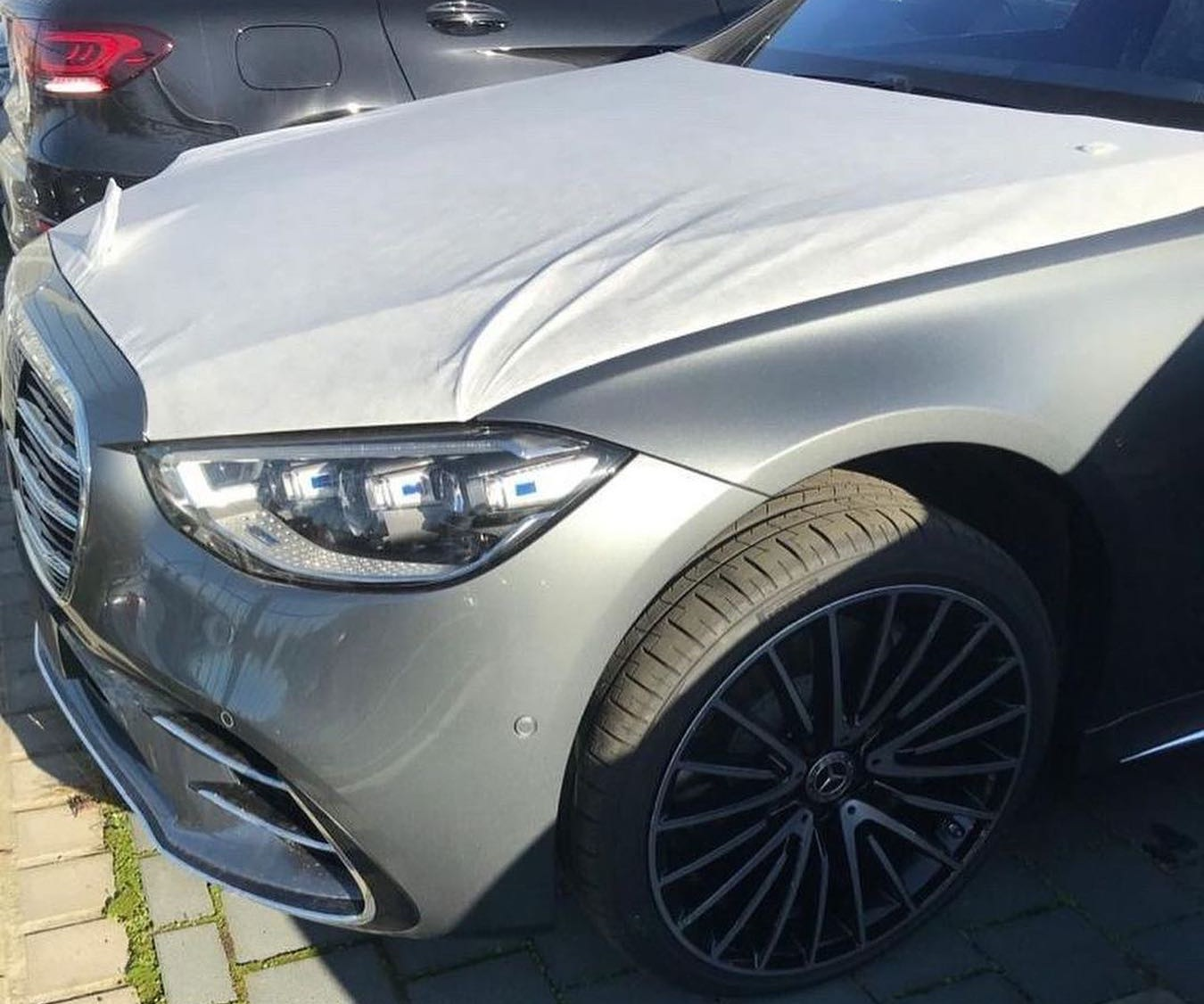 В Украину привезли новейший Mercedes S-Class 2021