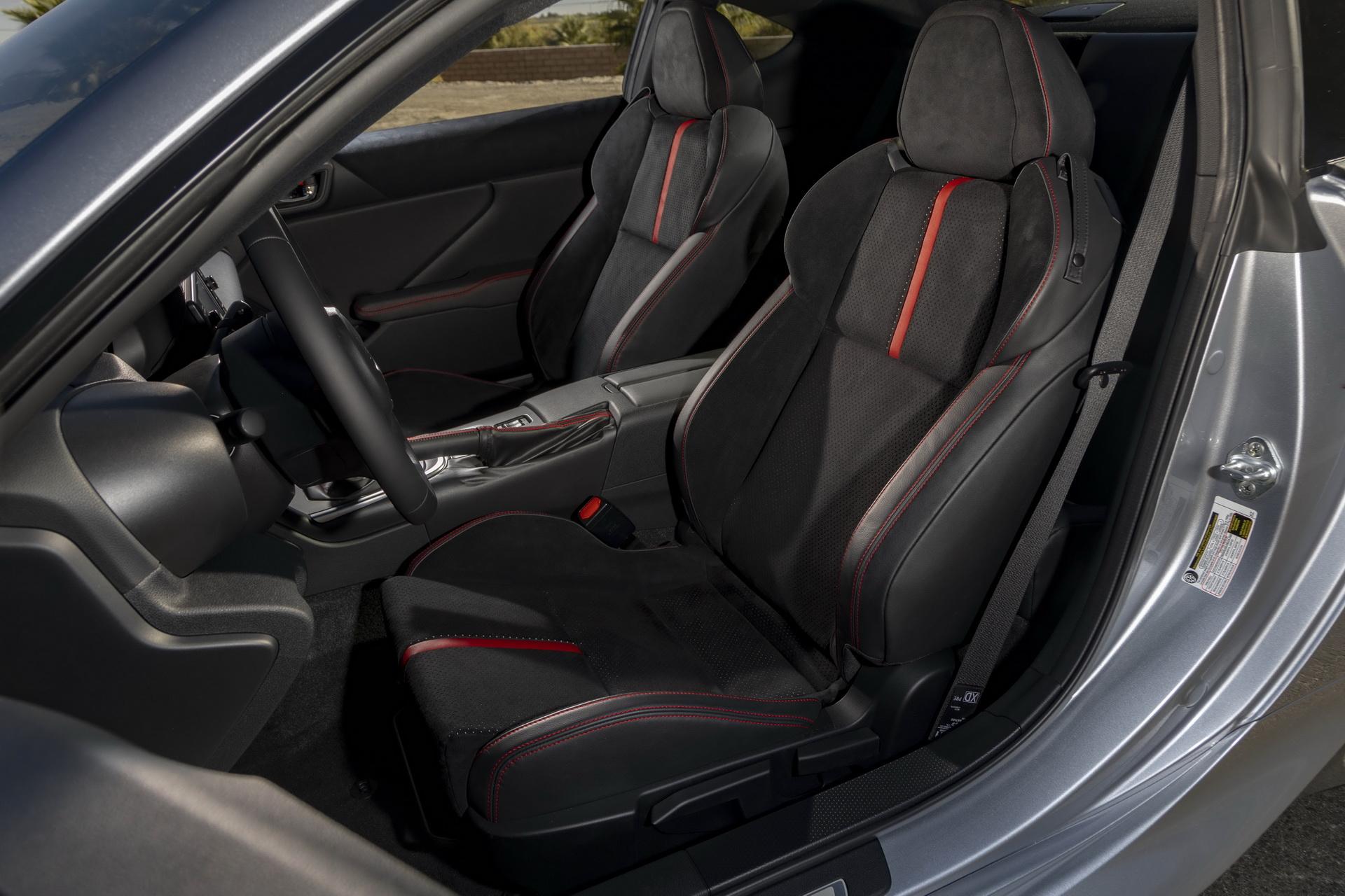 Первые фото новейшего купе Subaru BRZ 2021