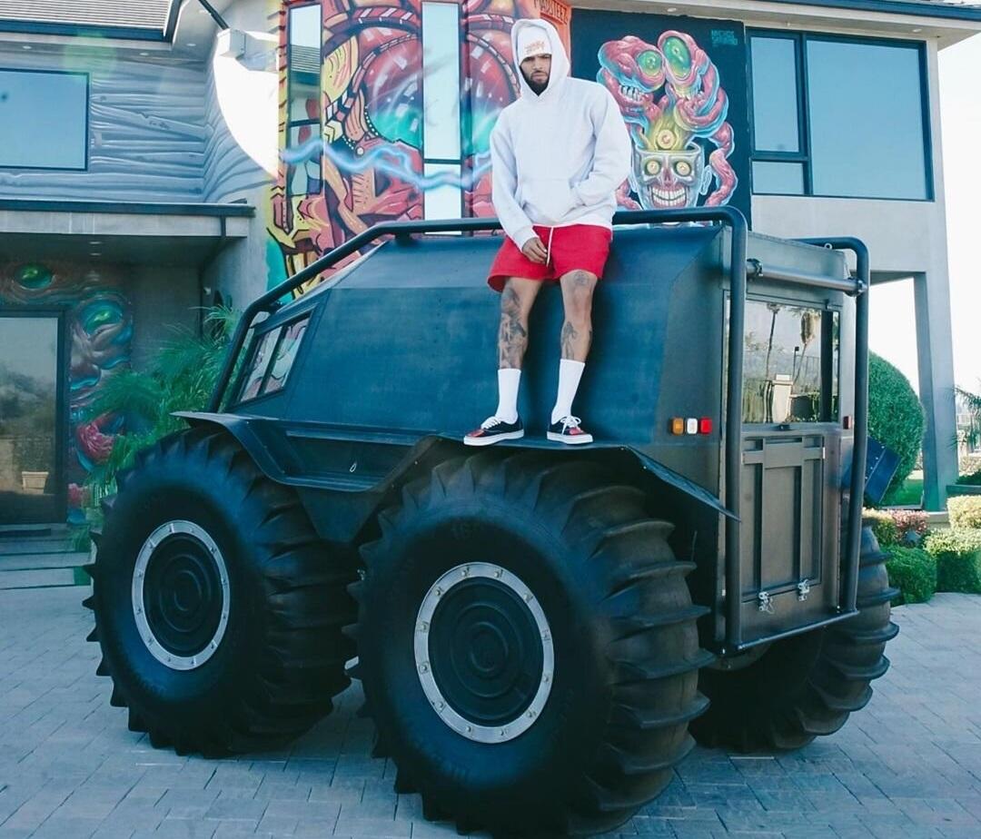 Известный американский рэпер пересел на украинский вездеход