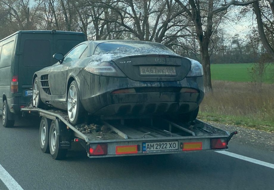 В Украине заметили редчайший суперкар Mercedes McLaren