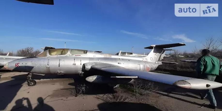 Украинец выставил на продажу реактивный истребитель