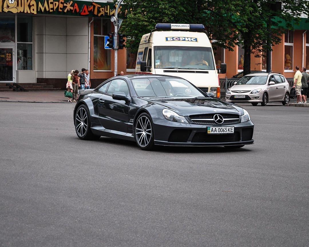 В Украине засветился очень редкий и очень мощный суперкар Mercedes