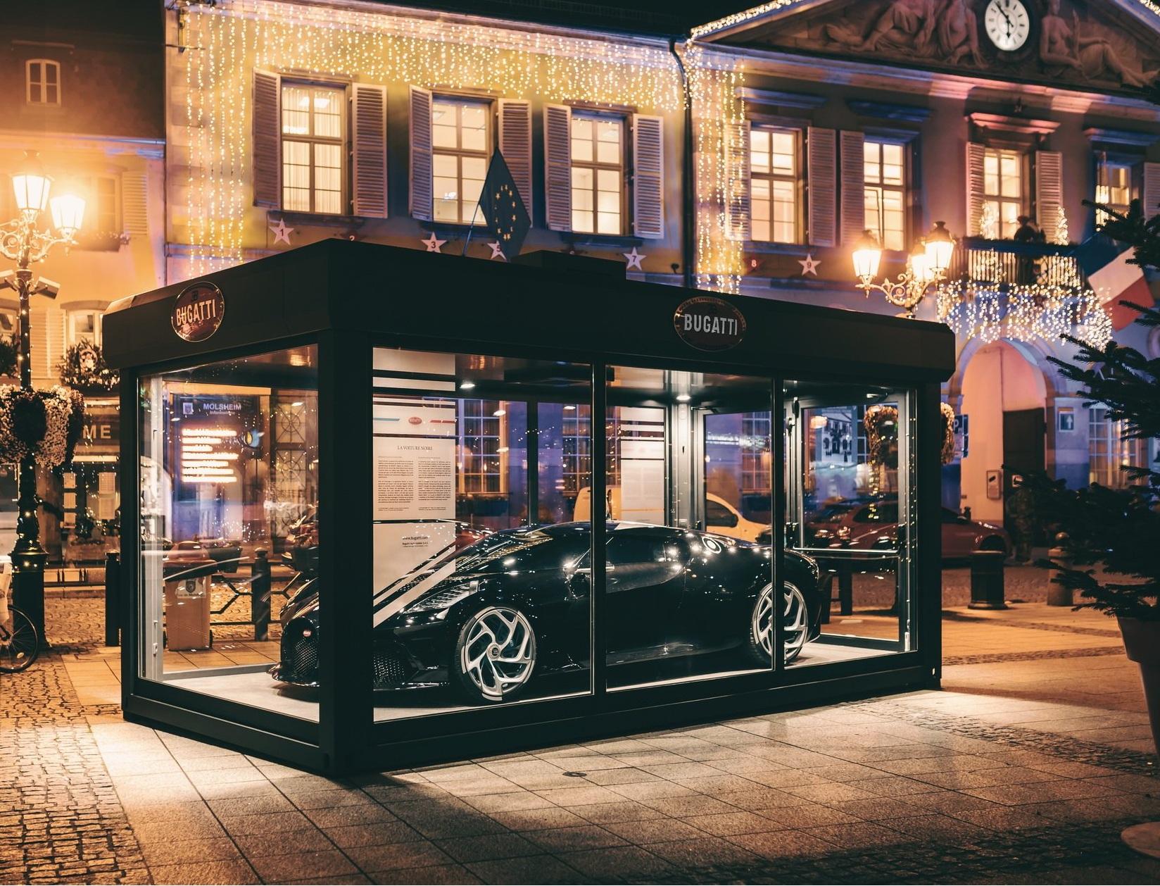 Самый дорогой авто в мире выставили на показ в ларьке на улице