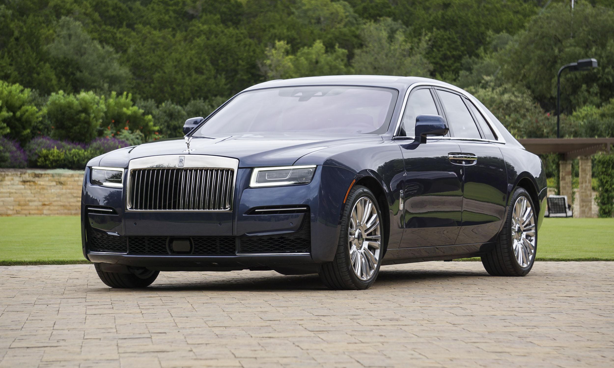 В первые дни нового 2021 года в Украину привезли новейший Rolls-Royce