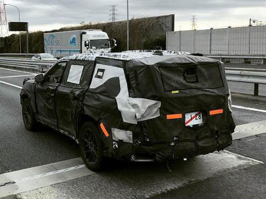 Новый Toyota Land Cruiser 2021 впервые засняли на дорогах