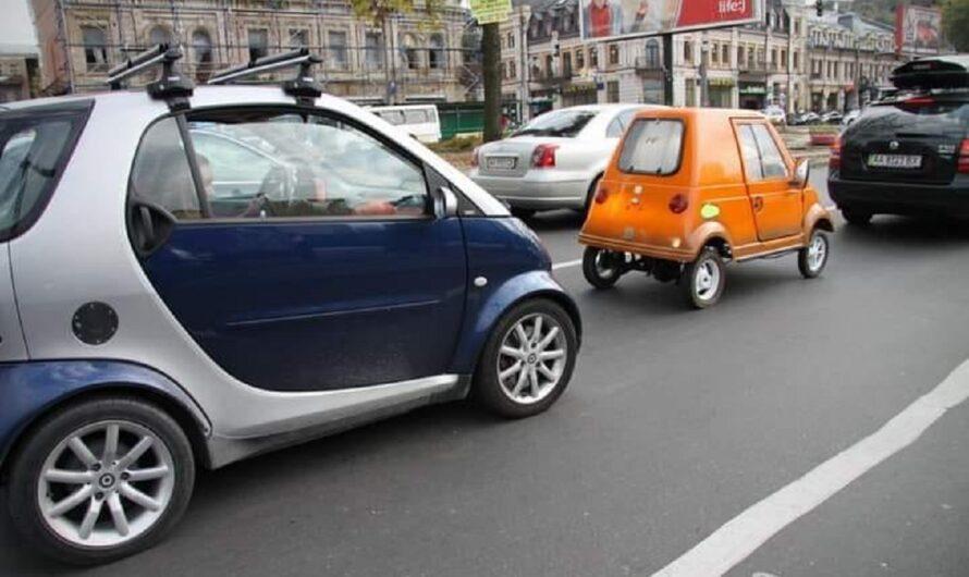 В Украине заметили неизвестный автомобиль вдвое меньше горбатого Запорожца