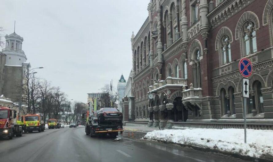 В Киеве эвакуировали на штрафплощадку роскошный Maybach