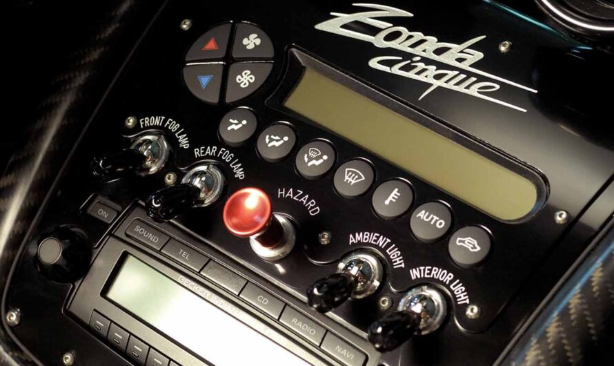 Что общего у гиперкара Pagani Zonda и бюджетного Rover 45