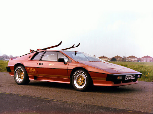 Что общего у спорткара Lotus Esprit и Toyota Corolla Coupe