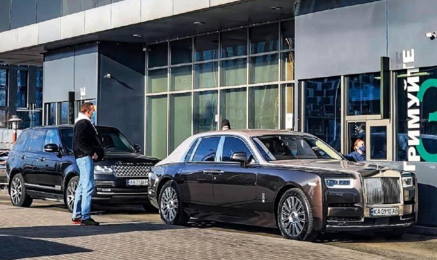 Лики локдауна: кортеж с Rolls-Royce на МакДрайве в Киеве (фото)