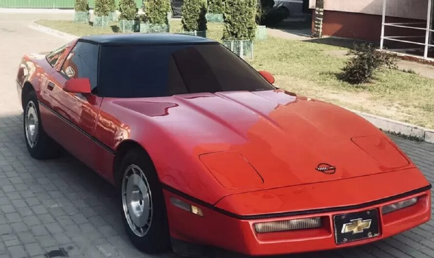 В Украине продают коллекционный Chevrolet Corvette по цене Логана