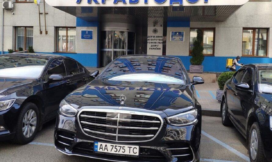 Картина маслом: новейший Mercedes у парадного входа Укравтодора